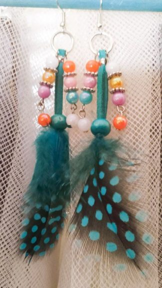 plumas azules y bolitas