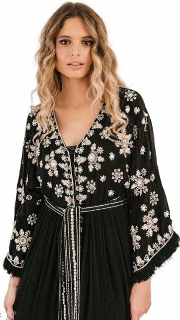 Kimono negro bordado en blanco
